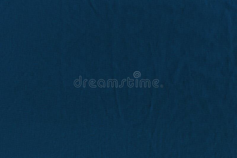 De textuur van de gerimpelde doek een donkerblauwe kleur stock foto's