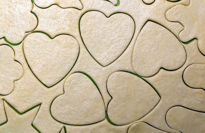 De textuur van het deeg van de bloem en de boterclose-upharten royalty-vrije stock afbeelding