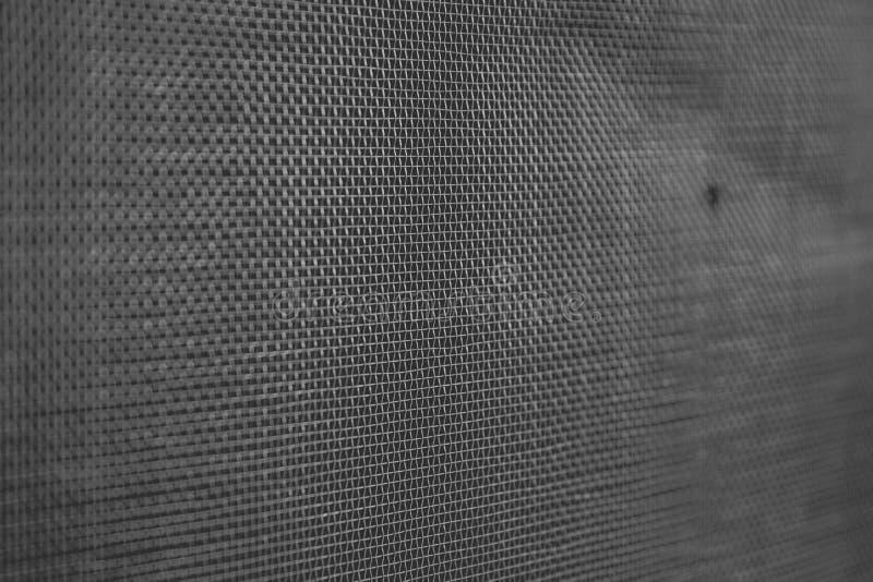 De textuur van het het netscherm van de mugdraad op het venster met vage mug stock fotografie