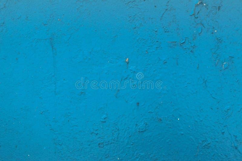 De textuur van het ijzermetaal schilderde blauwe het bladmuur van het verf sjofele oude sjofele gekraste gebarsten oude metaal De stock foto's