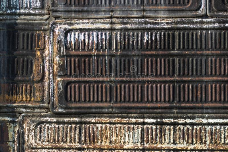 De textuur van het oude ijzer is rood en bruin Achtergrond voor tekst royalty-vrije stock fotografie