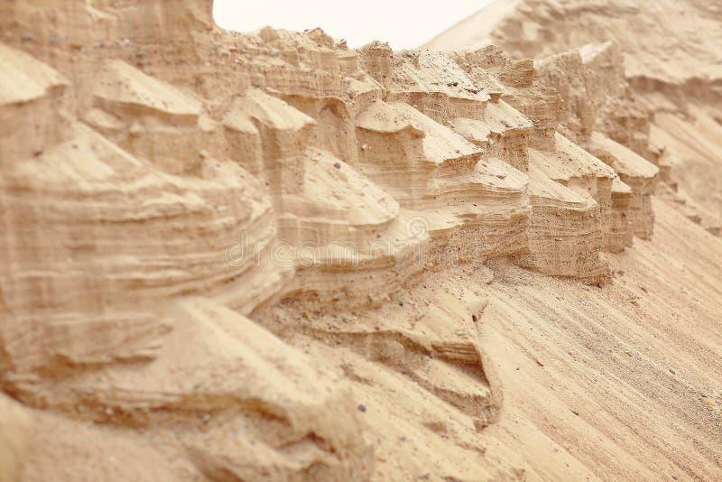 De textuur van het zand Bruin zand Achtergrond van fijn zand Gele kleurenversie stock afbeelding
