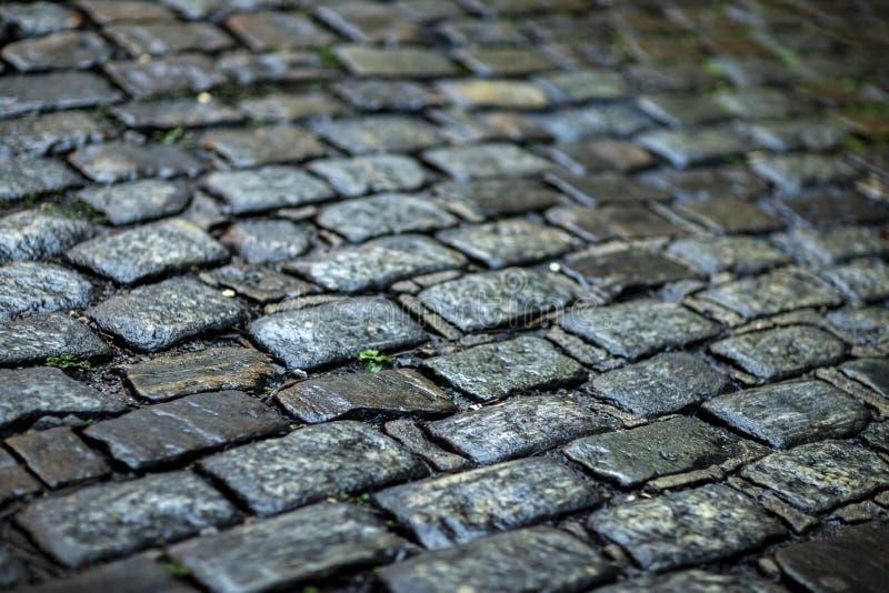De textuur van de steenbestrating Het graniet cobblestoned bestratingsachtergrond royalty-vrije stock foto's