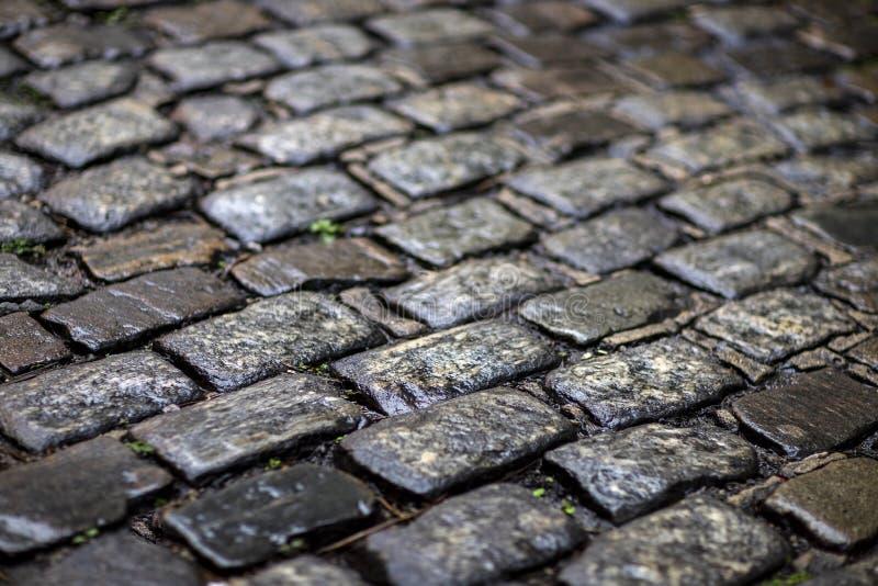De textuur van de steenbestrating Het graniet cobblestoned bestratingsachtergrond royalty-vrije stock afbeeldingen