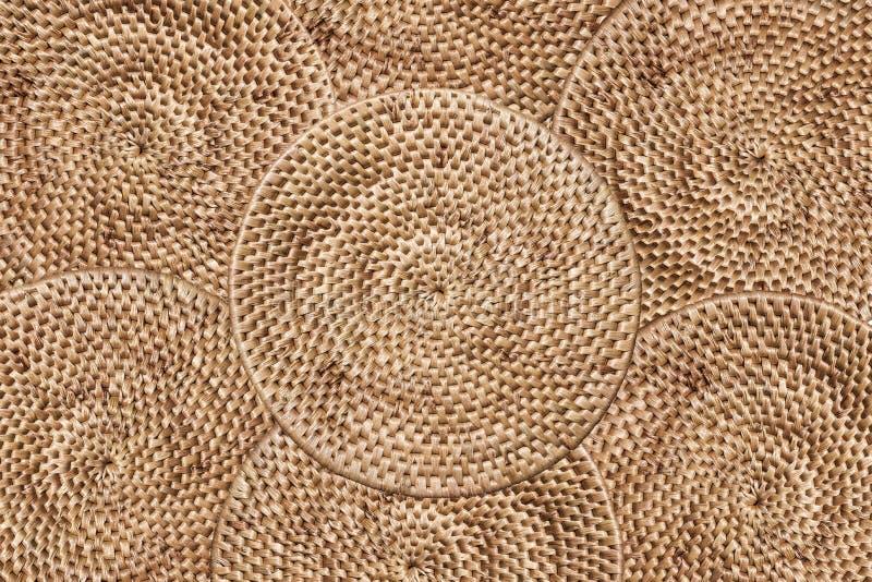 De textuurachtergrond van de weefselrotan, die lagen van traditie schikken om dienblad, textuurachtergrond worden geweven stock foto's