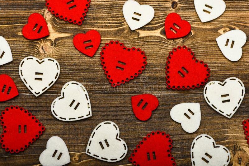 De textuurharten sluiten omhoog Traditionele attributen van valentijnskaartendag Mooie achtergrond De viering van de valentijnska stock foto