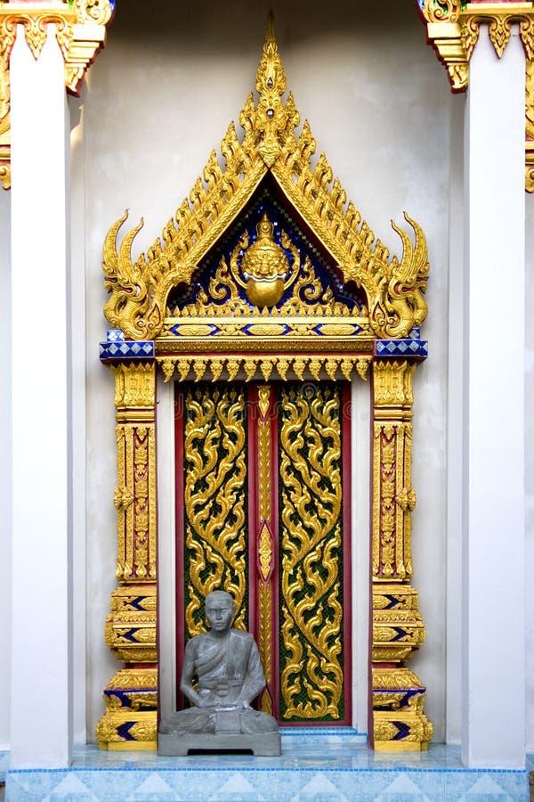 De Thaise Boeddhistische Deur van de Tempel stock fotografie