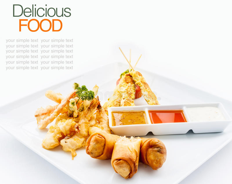 De Thaise favorieten met de lente rollen groente, satay kip, garnalen royalty-vrije stock foto's