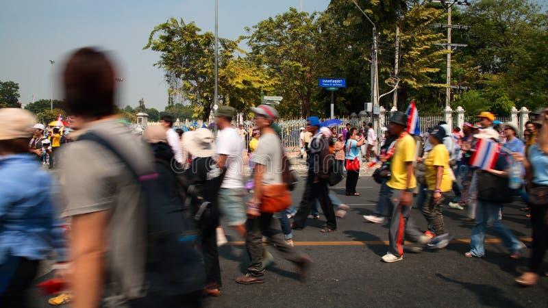 De Thaise protesteerders lopen motionally aan Overheidshuis royalty-vrije stock afbeelding