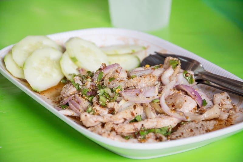 De Thaise salade van het voedsel kruidige varkensvlees, Nam Tok Moo royalty-vrije stock afbeelding