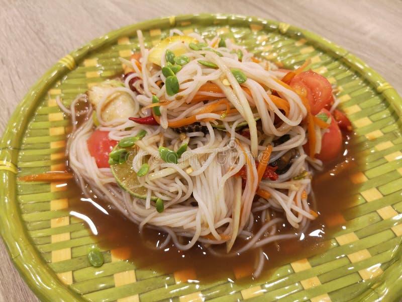 De Thaise salade van de noedelpapaja met kokkels Thais voedsel - beweeg gebraden gerecht #6 royalty-vrije stock foto's