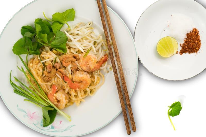 De Thaise stijl beweegt gebraden rijstnoedels met garnalen en groenten stock afbeelding