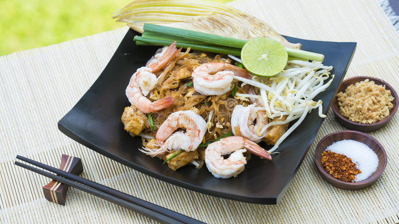 De Thaise Thaise Gung Zode van Fried Noodle With Prawn Pad stock foto's