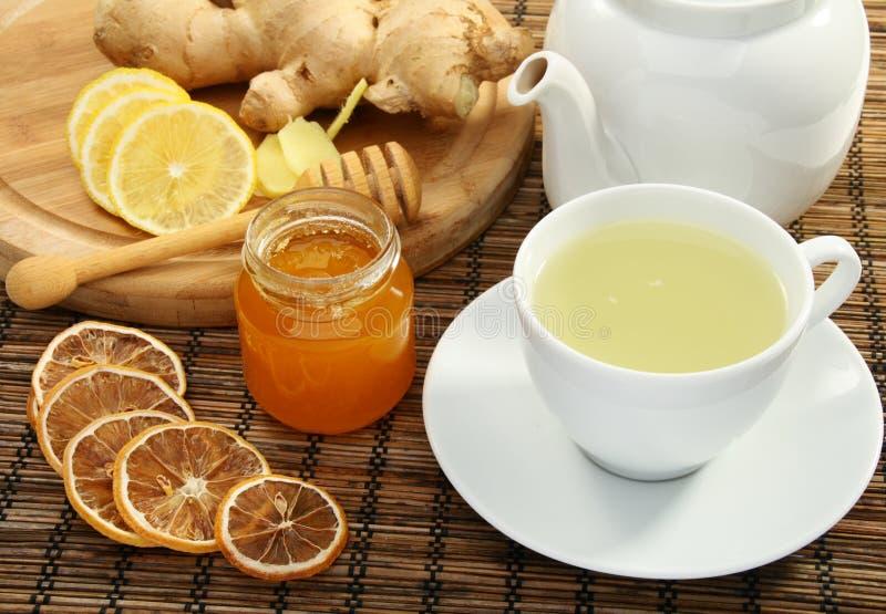 De thee van de gember met honing en citroen. stock afbeelding