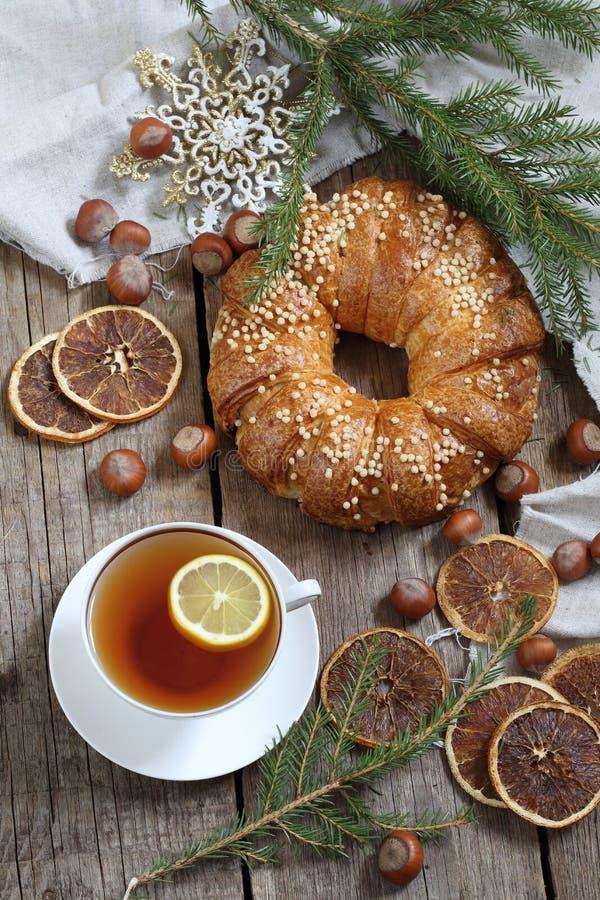 De thee van de Kerstmiscake met citroen royalty-vrije stock foto's