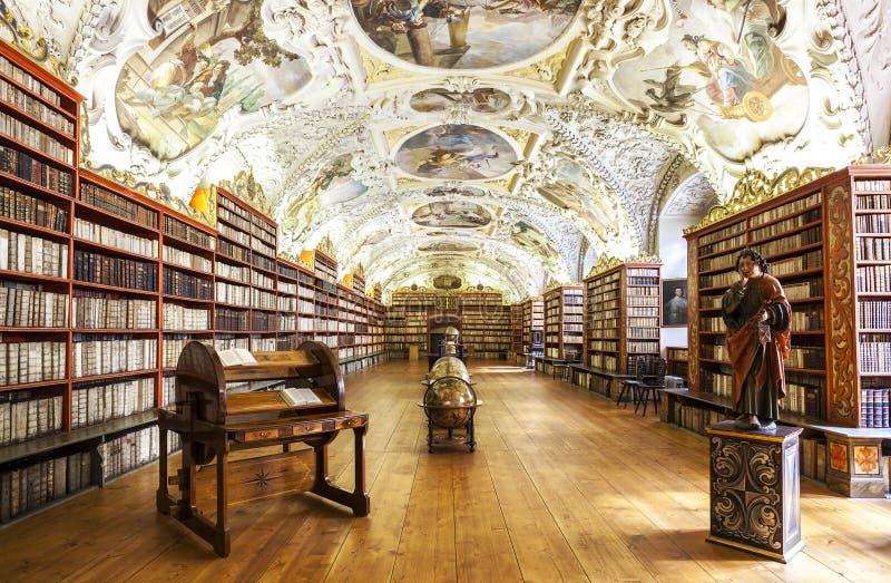 De Theologische Zaal in Strahov-klooster in Praag stock foto