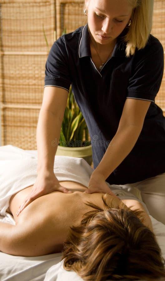 De therapeut van de massage stock fotografie