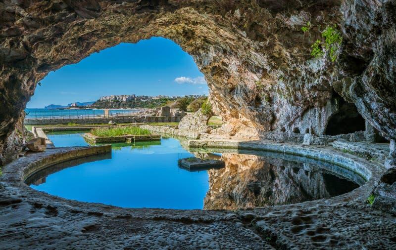 De Tiberio` s Villa, Romein ruïneert dichtbij Sperlonga, de provincie van Latina, Lazio, centraal Italië stock afbeeldingen
