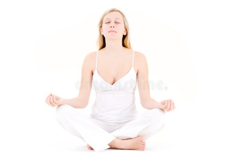 De tiener in yoga stelt stock afbeelding