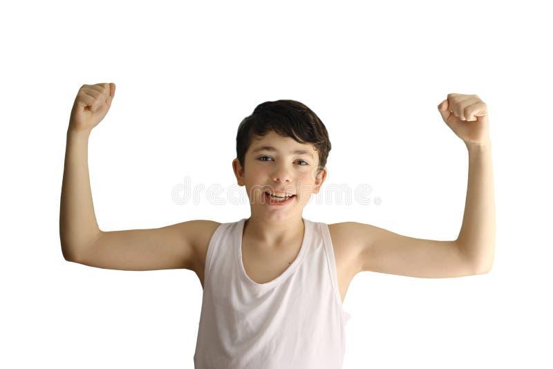 De tienerjongen toont zwakke bicepsenspieren glimlachend dichte omhooggaande foto stock afbeeldingen