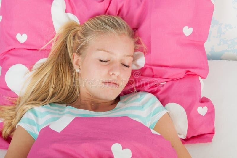 De tienermeisje van de slaap stock foto's