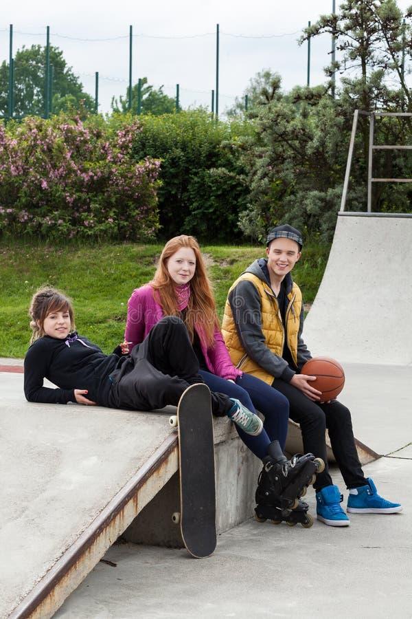 De tieners bij een vleet parkeren stock afbeelding