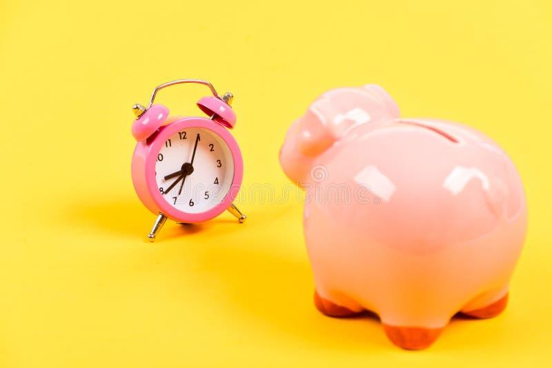 De tijd is geld Economie en begrotingsverhoging Opstarten van bedrijven financiële positie succes in financiën en handel royalty-vrije stock foto's