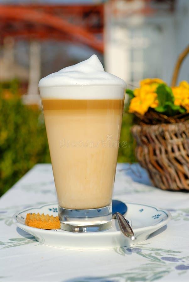 De tijd latte machiato van de koffie royalty-vrije stock afbeelding