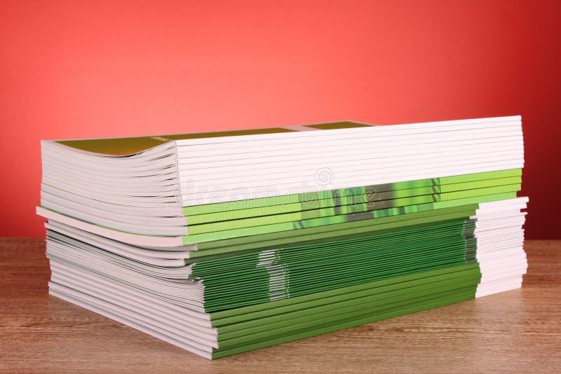 De tijdschriften van de kleur stock afbeeldingen