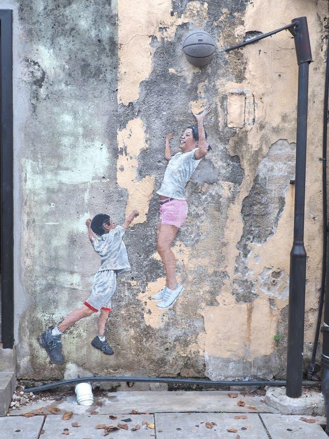 De titel` Kinderen die van de straatmuurschildering Basketbal ` spelen royalty-vrije stock foto's