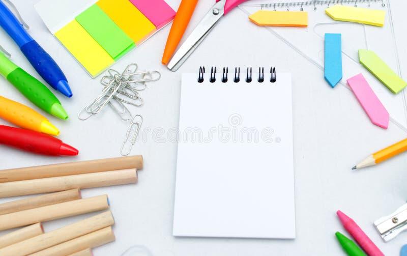 De toebehoren van de school stock afbeeldingen