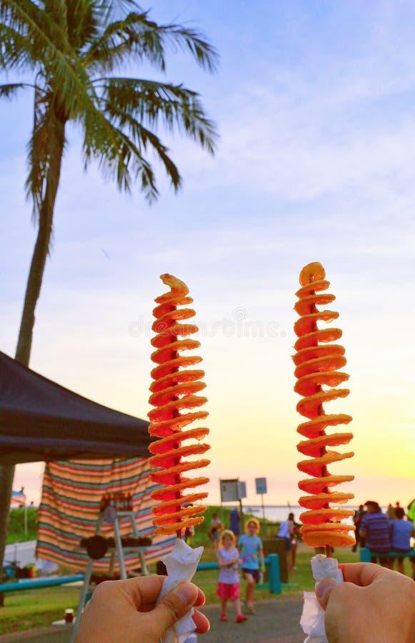 De toejuichingen van de aardappeltoren aan zonsondergang stock foto's