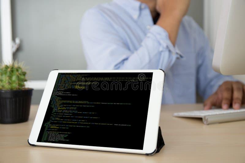 De Toepassing Softwa van ontwikkelaarteam working laptop computer mobile stock foto