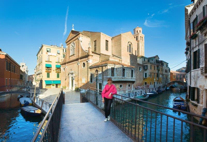 De toerist van de vrouw in Venetië stock afbeeldingen