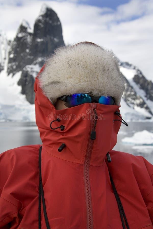 De toerist van het avontuur in Antarctica stock afbeelding