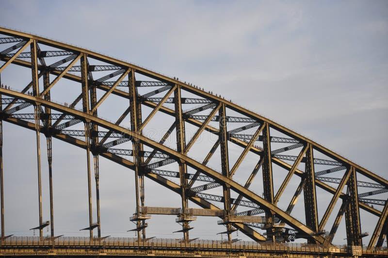 De toeristen beklimmen neer vanaf bovenkant van Sydney Harbour Bridge royalty-vrije stock fotografie