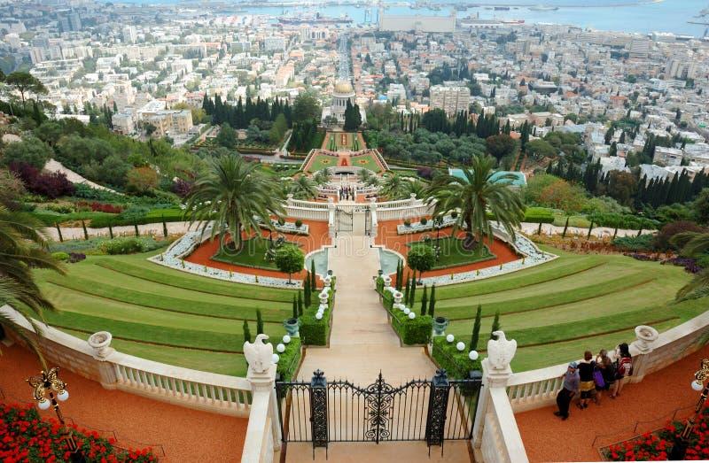 De toeristen bezoeken beroemd Bahai heiligdom, Haifa, Israël stock foto