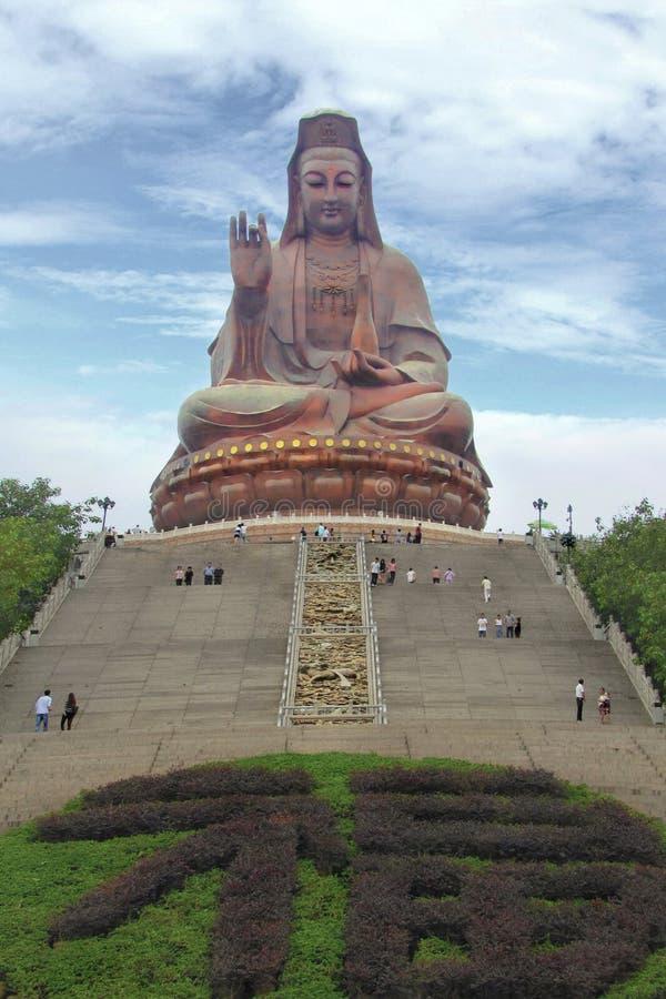 De toeristen bezoeken grote Boedha, China royalty-vrije stock foto