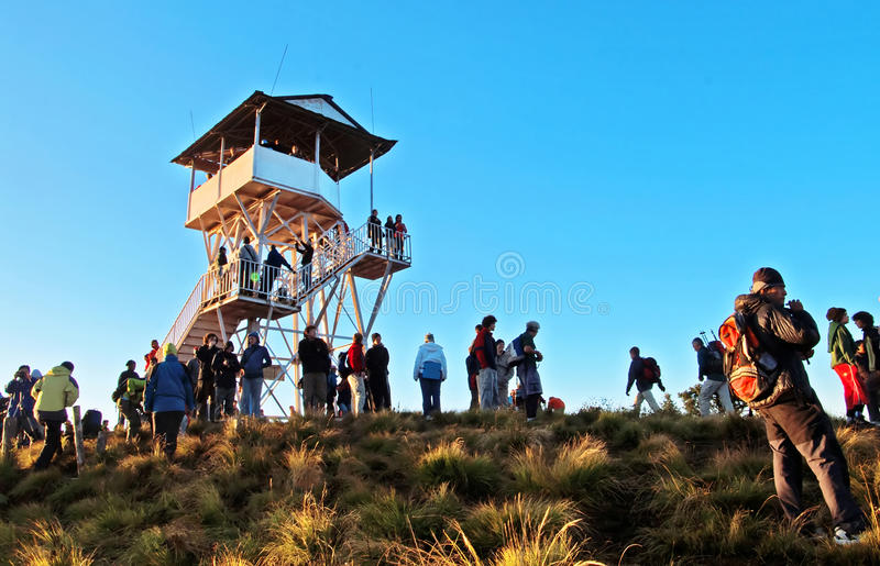 De toeristen ontmoeten de zonsopgang boven Poon Hill, Nepal stock fotografie