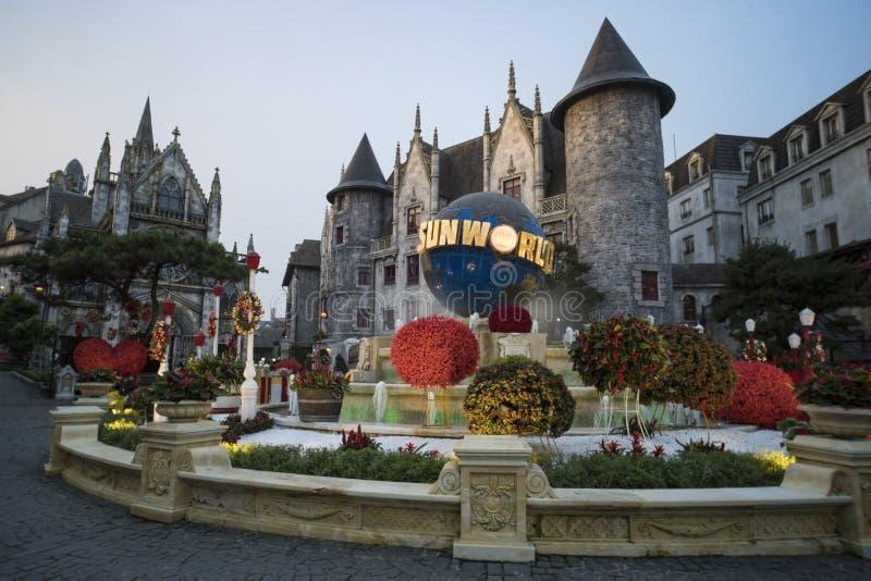 De toeristen reist bij Frans dorp op Bedelaarsna royalty-vrije stock foto's