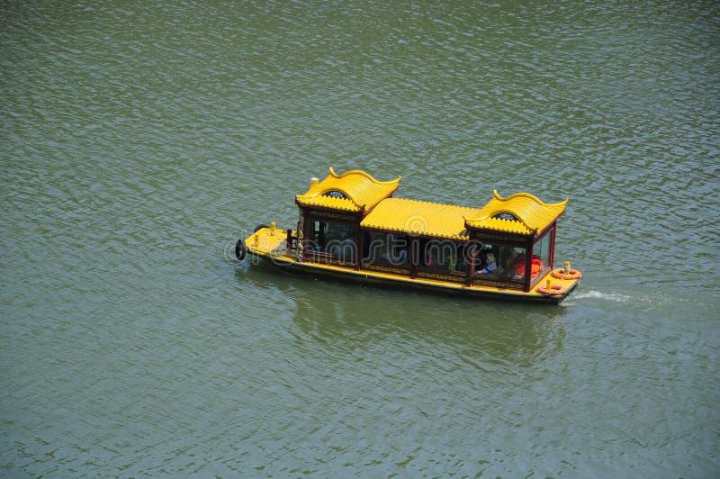De Toeristenboot van Longmengrotten royalty-vrije stock fotografie