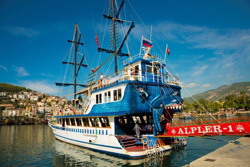 In de Toeristenhaven van Alanya, de piraatstijl van de excursieboot Alanya, Antalya-district, Turkije, Azië royalty-vrije stock foto