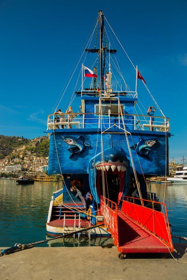 In de Toeristenhaven van Alanya, de piraatstijl van de excursieboot Alanya, Antalya-district, Turkije, Azië stock afbeelding