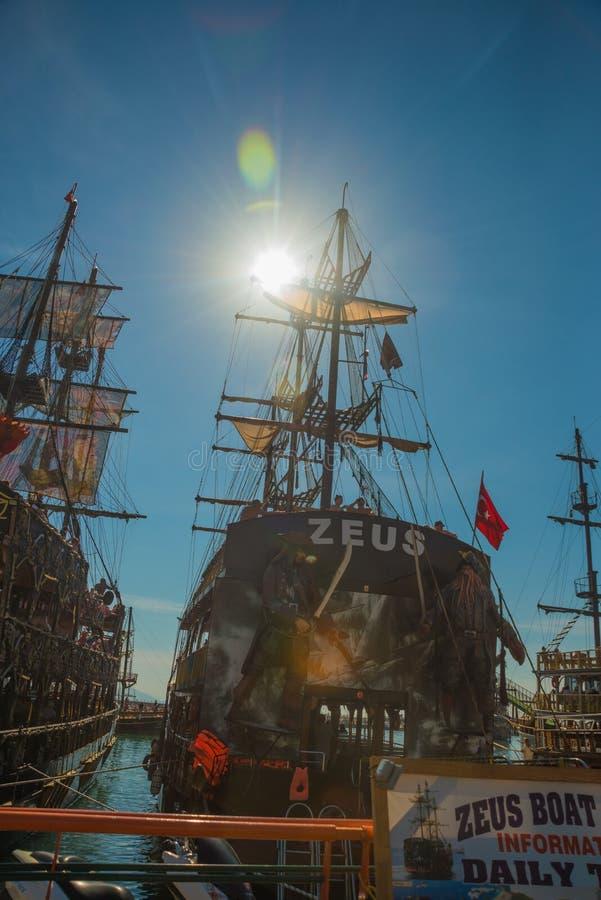 In de Toeristenhaven van Alanya, de piraatstijl van de excursieboot Alanya, Antalya-district, Turkije, Azië royalty-vrije stock afbeelding