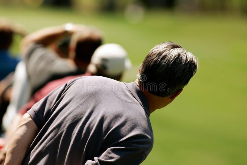 De Toeschouwer van het golf wacht op de Bal royalty-vrije stock afbeeldingen