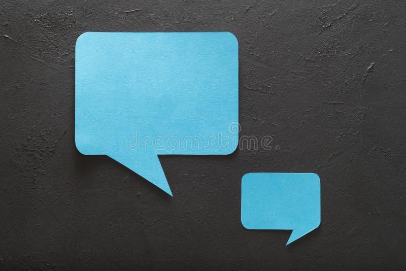 De toespraak borrelt sociale media communicatie discus stock afbeelding