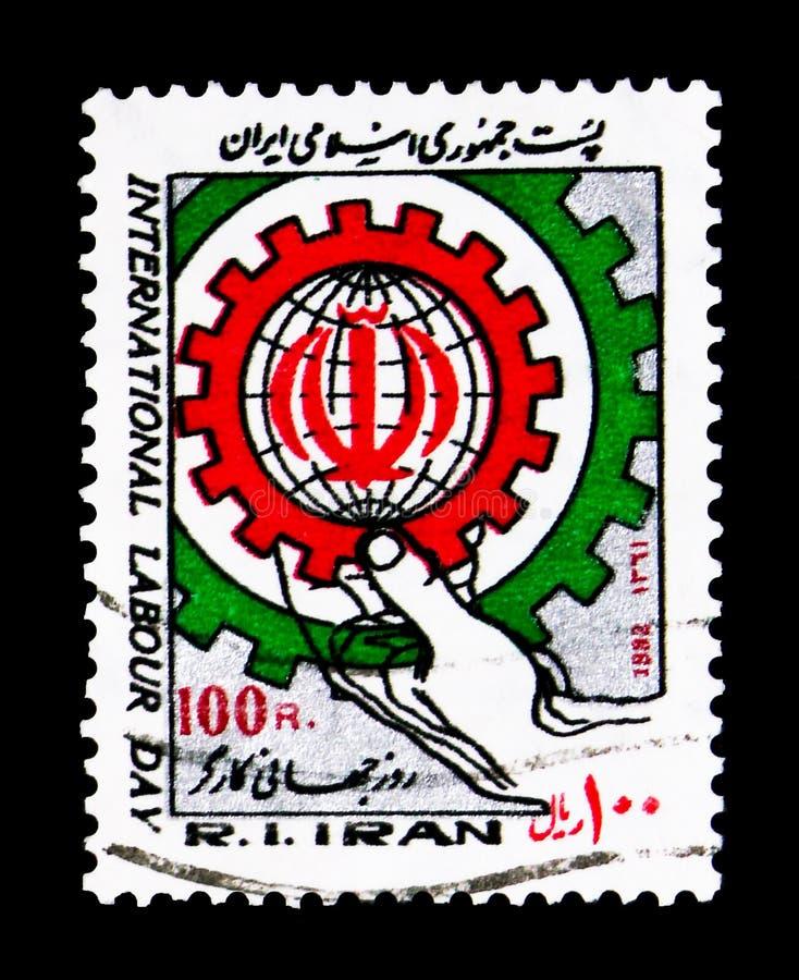 De toestellen van de handholding, die een bol met Iraans nationaal Co omringen royalty-vrije stock afbeelding