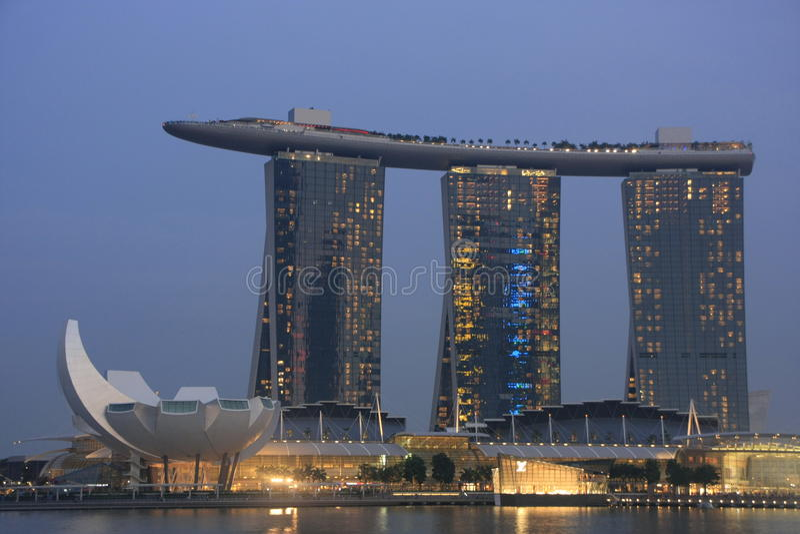 De Toevlucht van de Baai van het Zand van de jachthaven bij nacht, Singapore royalty-vrije stock afbeeldingen
