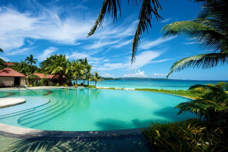 De toevlucht van de zwembadvakantie op Boracay stock afbeeldingen