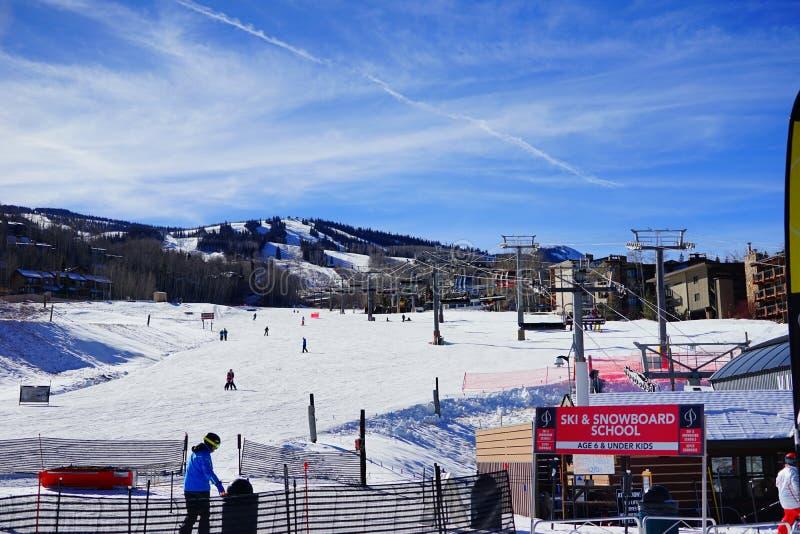 Download De Toevlucht Van De Snowmassski Redactionele Stock Foto - Afbeelding bestaande uit land, kuif: 107709128
